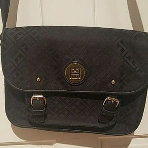 Beautiful Tommy Hilfiger crossbody messages bag